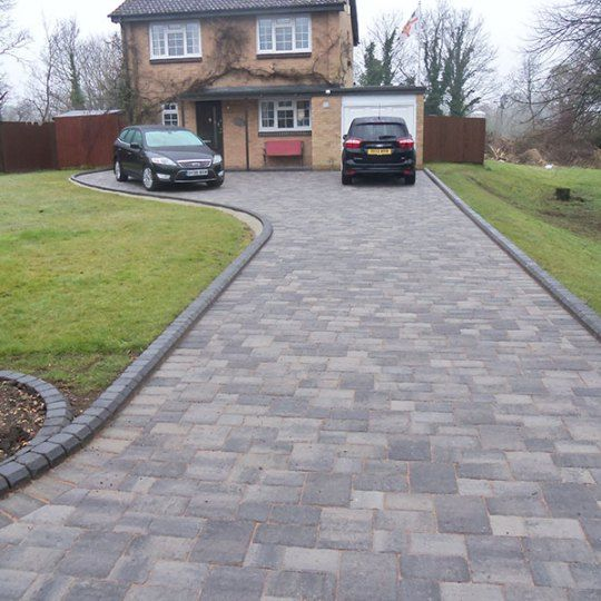 Block paved drive and front step in Berkshire | Stone driveway .