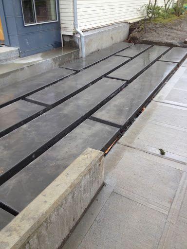 rectangular concrete slabs | Entrée maison moderne, Aménagement .