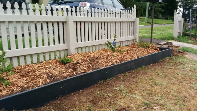 Recycled Garden Edging - Home Decorating Ideas & Interior Desi