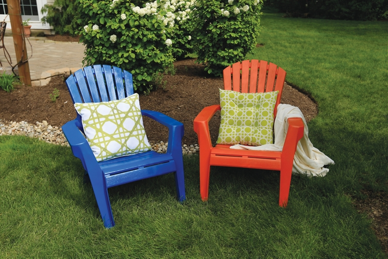 Spray Paint Plastic Chairs | How to Paint Plastic Lawn Chairs .