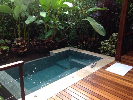 Plunge Pool, natural spring water, heated by the nearby Arenal .