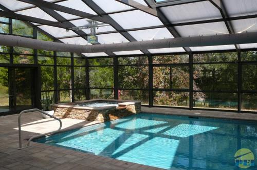 RESIDENTIAL POOL ENCLOSURES SWIMMING POOLS GLASS SUNROOMS RETRACTAB