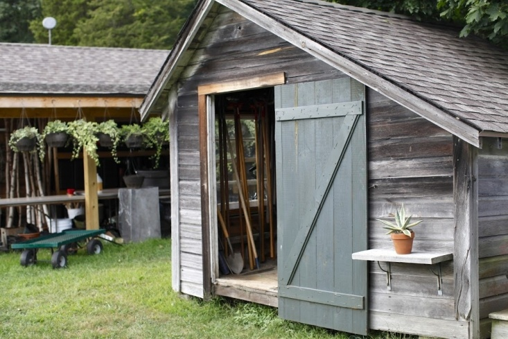 10 Ideas to Organize the Perfect Potting Shed - Gardenis