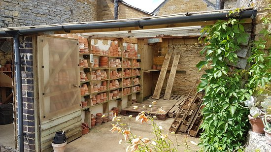 The potting shed - Picture of Bourton House Garden, Bourton-on-the .