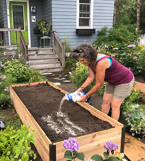Guide to Raised Garden Beds: Plans, Timing, Tending | Gardener's .