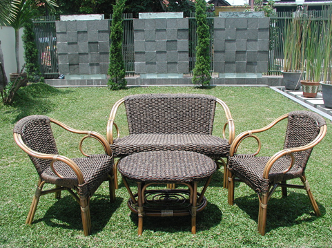 Wicker vs Teak Garden Furniture — What's Right for Y