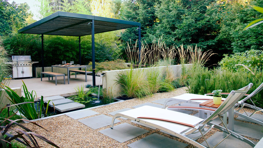 Big Style for Small Yards: Design Ideas to Transform Tiny Spaces .