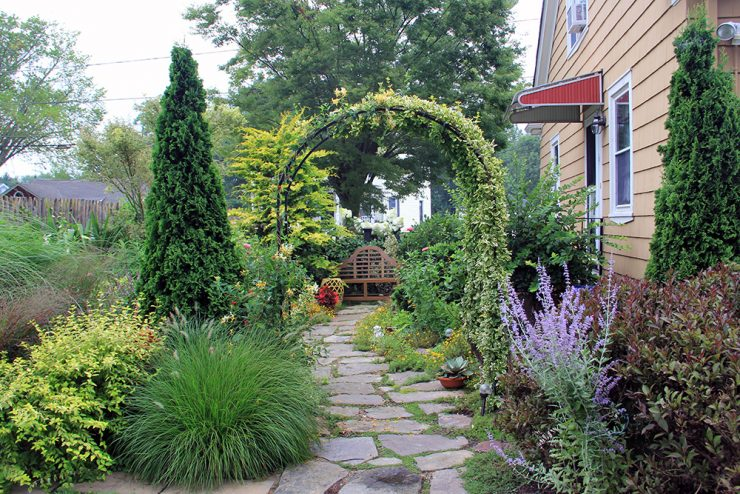 Sold Out: Foundations in Gardening: Small Gardens for Big .
