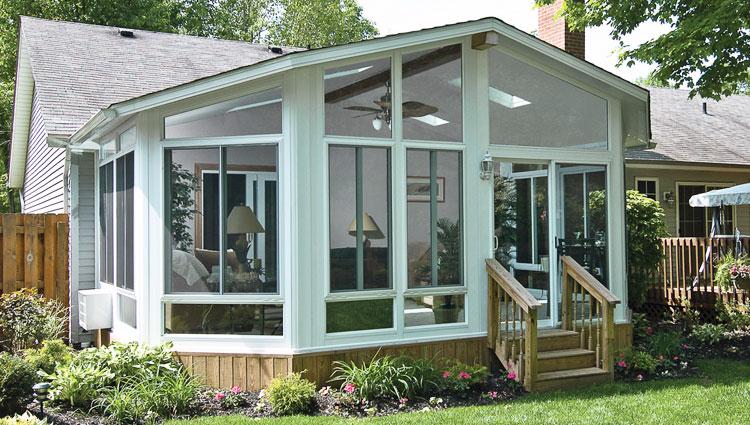 Sunrooms | Des Moines, Iowa | Midwest Constructi