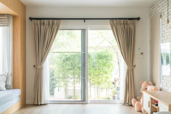 Blind Ambition - A Guide To Choosing Seasonal Window Dressings .