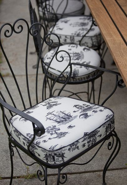 French Photos | Wrought iron chairs, Iron furniture, Metal patio .