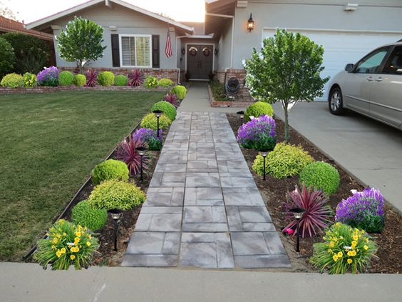 17 Divine Front Yard Designs That Everyone Will En